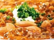 Рецепта Аш-е-рештех - супа от боб, леща, нахут и спанак с много подправки, поднесена с кисело мляко или заквасена сметана
